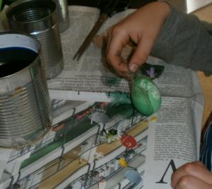 Mittagsbetreuung Eier färben